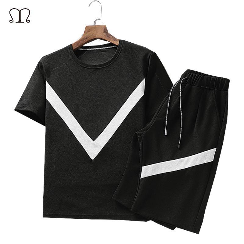 Los hombres del verano Conjunto de deporte Moda 2020 Ropa para Hombres Negro Blanco Camisetas Shorts Casual Traje chándales masculino Pista tamaño 4XL CX200622