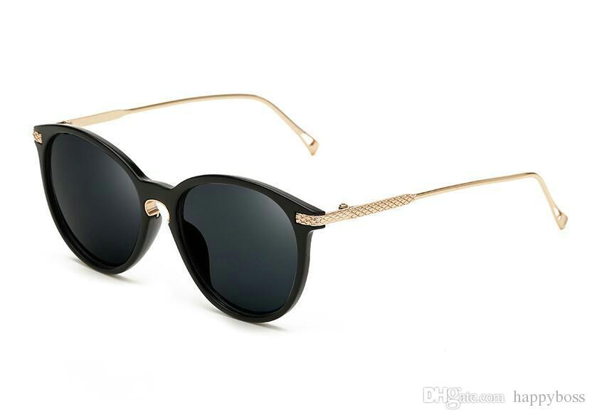 Nuevo estilo Mujer Gafas de sol Verano Playa Viajes Moda retro Gafas de sol Oro Negro Marco Gris PC Lente 7 Opciones de color Envío gratis