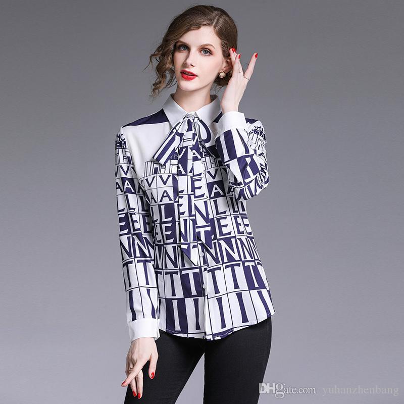 Новая горячая 2019 Runway Мода Урожай Письмо печати OL женщин Блузки Дама Повседневного Управление кнопка на передней Bow Tie Neck с длинным рукавом Рубашка Топы