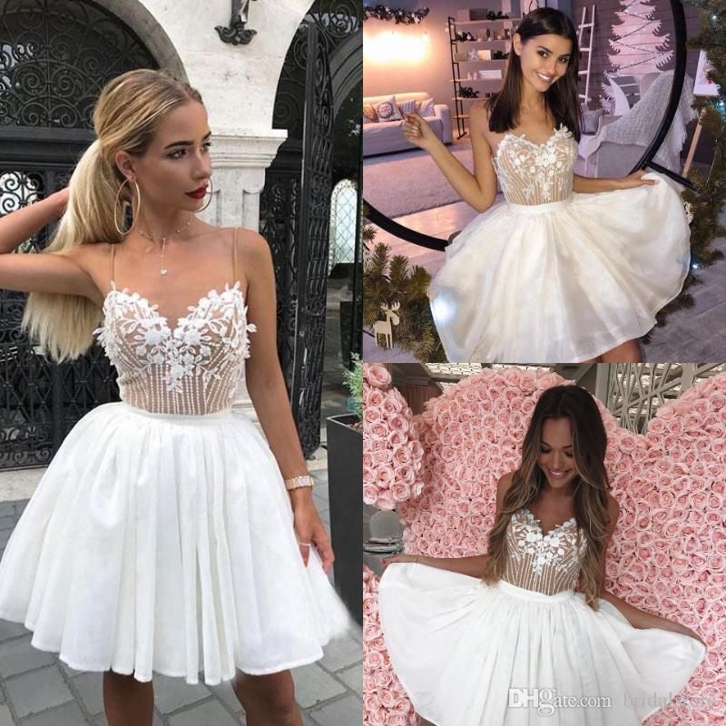 Cute White Short Prom Dresses Spaghetti Straps Appliques Beaded Pearls Fluffy Backless Evening Party Dresses Cocktail Homecoming Wear Cheap