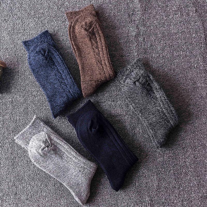 2019 Nouveau style vintage hommes chaussettes ligne épaisse Automne Hiver chaud chaussettes en coton Sport Casual dans le tube Bas 5 Couleurs M759F