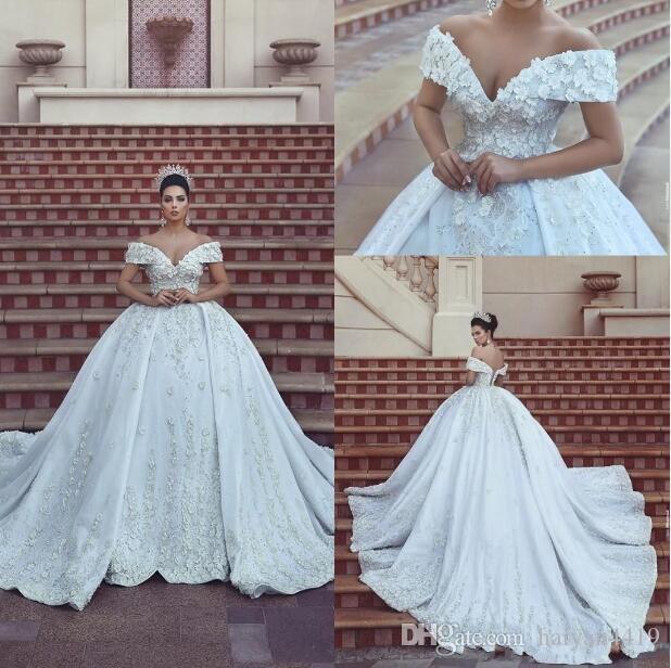 2020 nuovo e lussuoso abito di sfera Abiti da sposa fuori dalla spalla pizzo fatto a mano Fiori perline appliques schiena aperta cappella treno Puffy Abiti da sposa