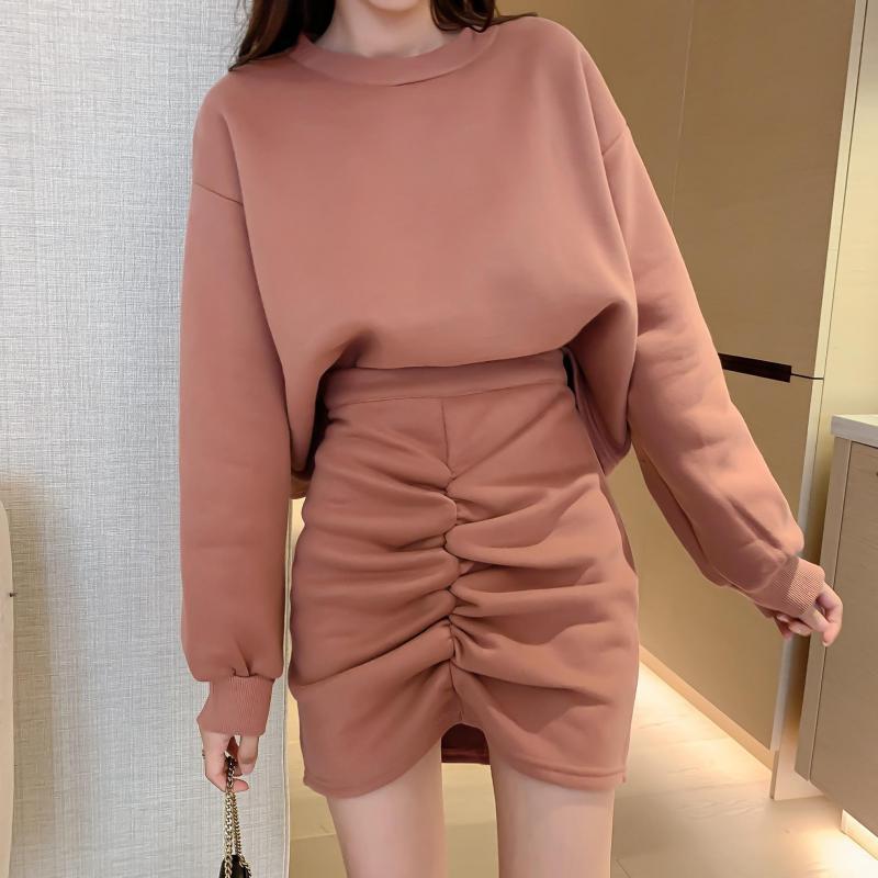Мода Женщины Повседневная Толстовка Tracksuit 2020 Весна Осень Новая O-образным вырезом Пуловер Batwing майка + юбка плиссе костюм