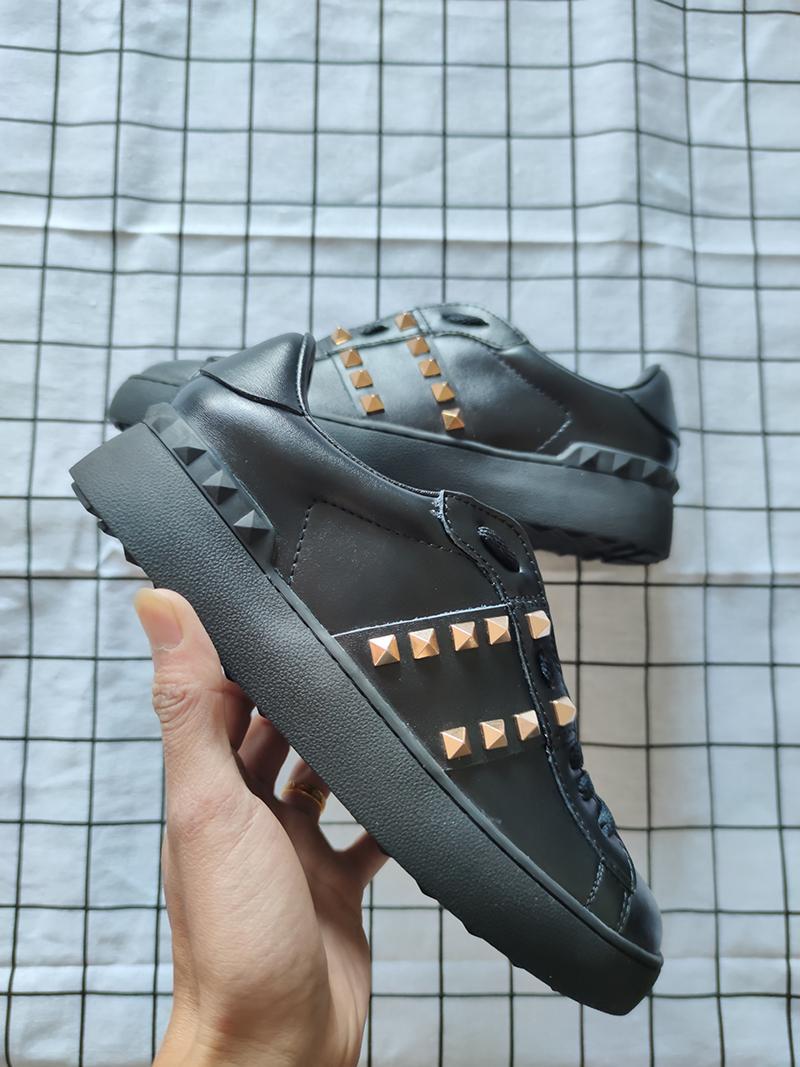 Les nouvelles chaussures de marque de luxe pour les hommes et les femmes à bas prix rivet surdimensionné sport noir chaussures casual marche en cuir