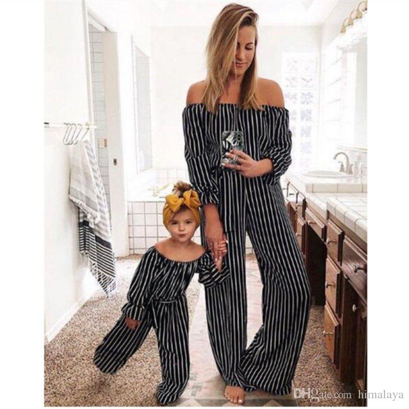 الأم وأنا مخطط بذلة 2019 الأسرة المطابقة الملابس طفل الفتيات خارج الكتف بذلة أمي وابنتها ملابس الصيف