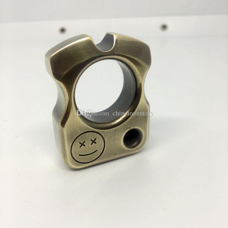 أدوات متعددة الوظائف في الهواء الطلق النحاس سلسلة المفاتيح يبتسم ثقوب الوجه واحدة كسر في الهواء الطلق النافذة