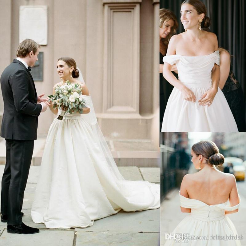 Custom Made Simple Off-the-épaule Ruffle Drapée mariage Robes Vintage Personnaliser à manches courtes Zipper Retour balayage train Bridals Robes