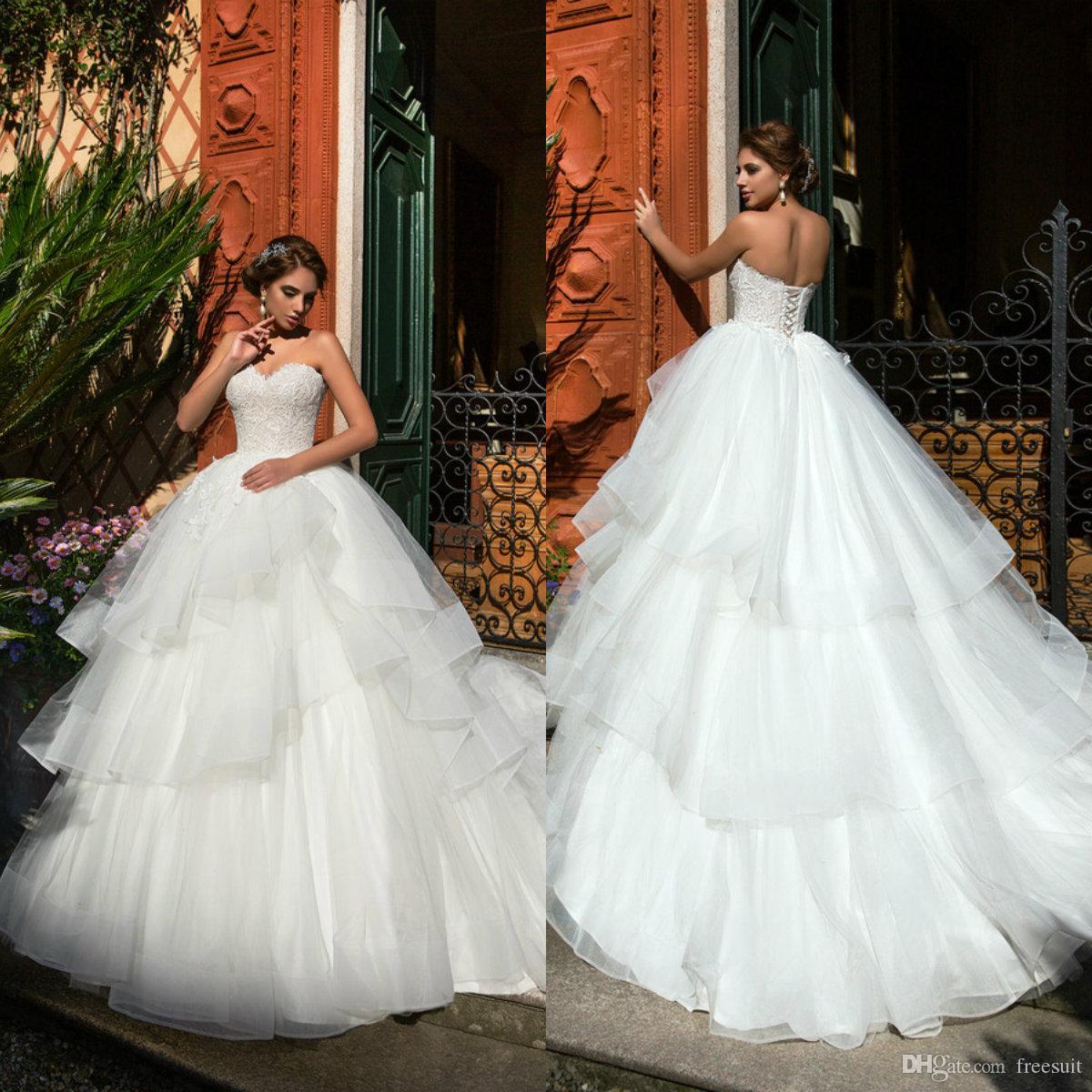 2020 robes de mariée salles de bal sheetheeart des niveaux appliqués Niveaux Backless Cascading Ruffle balayer Robes de mariée sur mesure Robes de mariée