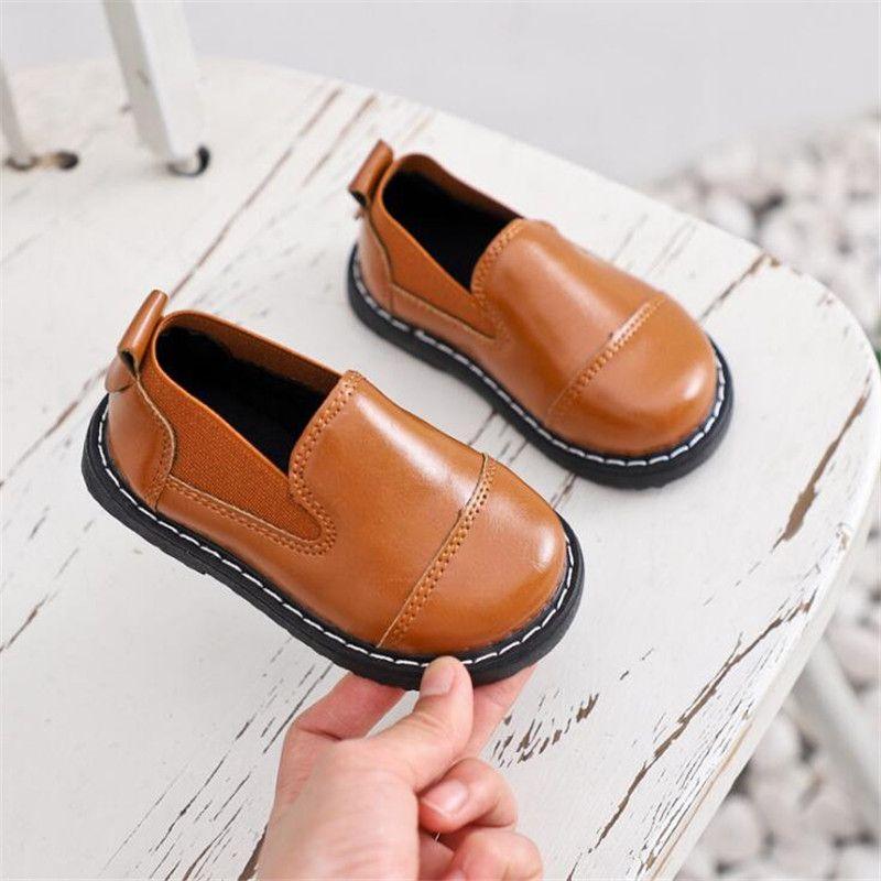 nuevos zapatos de los niños muchachas de los muchachos del bebé del otoño inferiores suaves respirables pequeños zapatos de cuero de los zapatos de los niños muestran zapatillas de deporte casuales