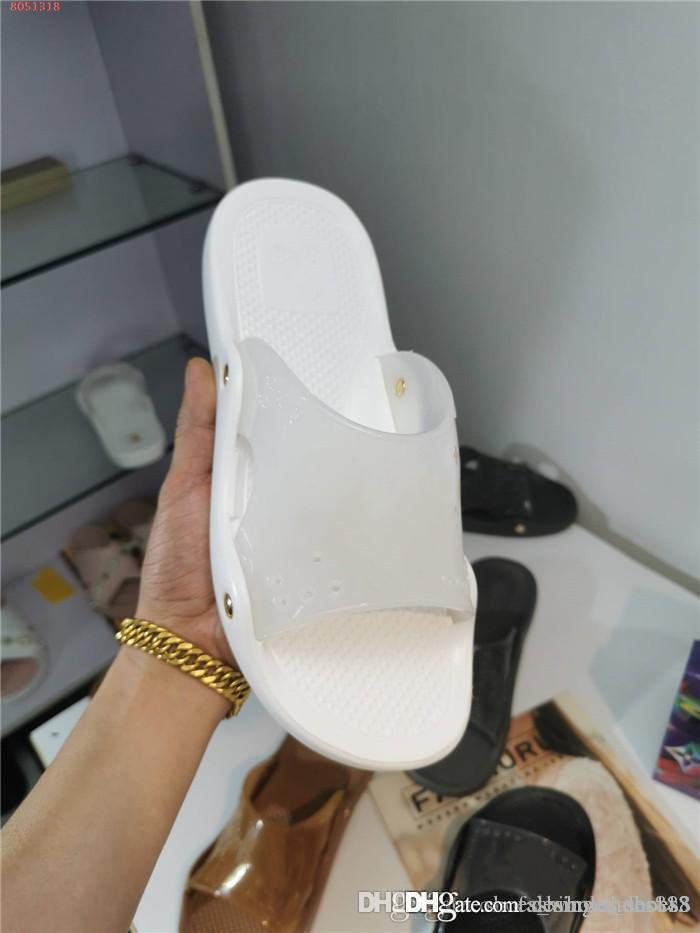 2.020 clássico Homens Mulheres Plano Sandals, leve e fundo plano Durable Slides chinelos para Summer Beach Flip Flops Com caixa de 35-45cm