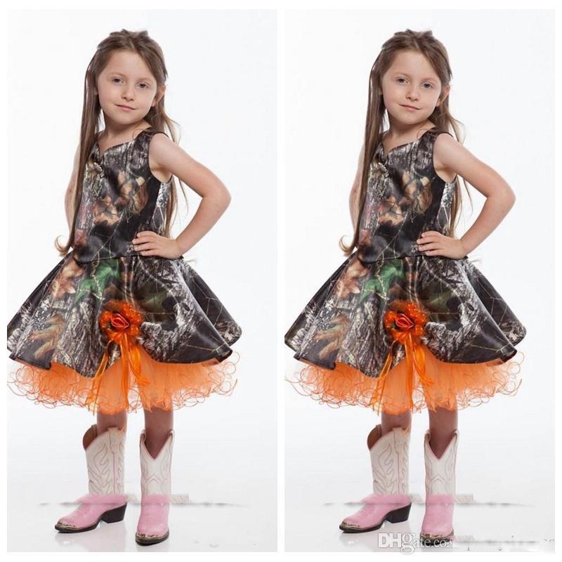 Spaghetti lindo Camo corto Vestidos de niña de flores Hasta la rodilla Flores hechas a mano Adornado Vestidos de boda personalizados para niñas Vestido para niños pequeños Naranja