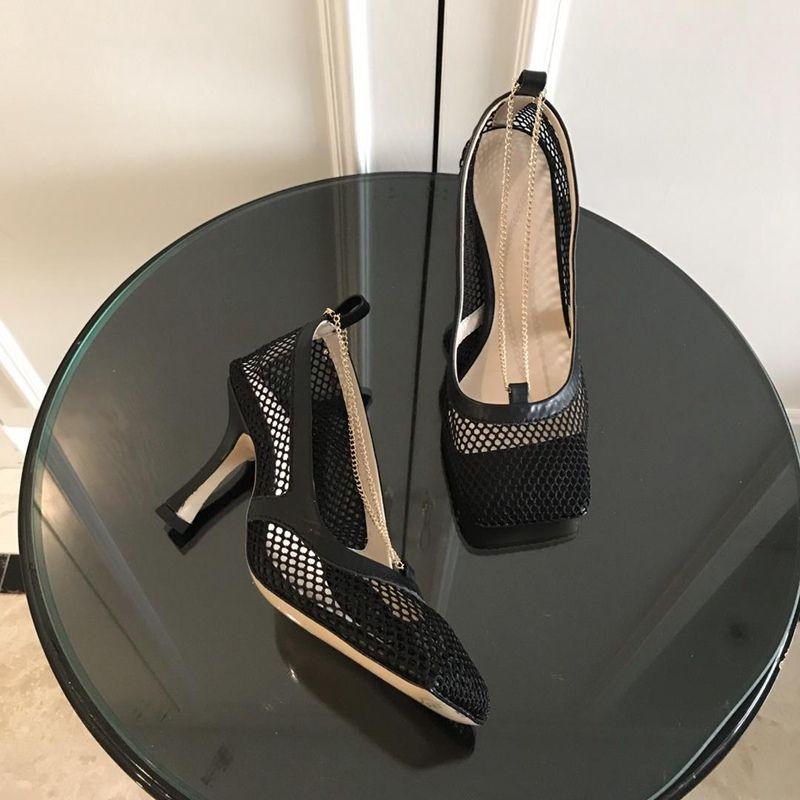 Moda lüks tasarımcı kadın ayakkabı yüksek topuklu Kare ayak elbise ayakkabı MESH VE BERRY CALF Kadınlar Seksi zincir sandal Schuhe STRETCH POMPALARı