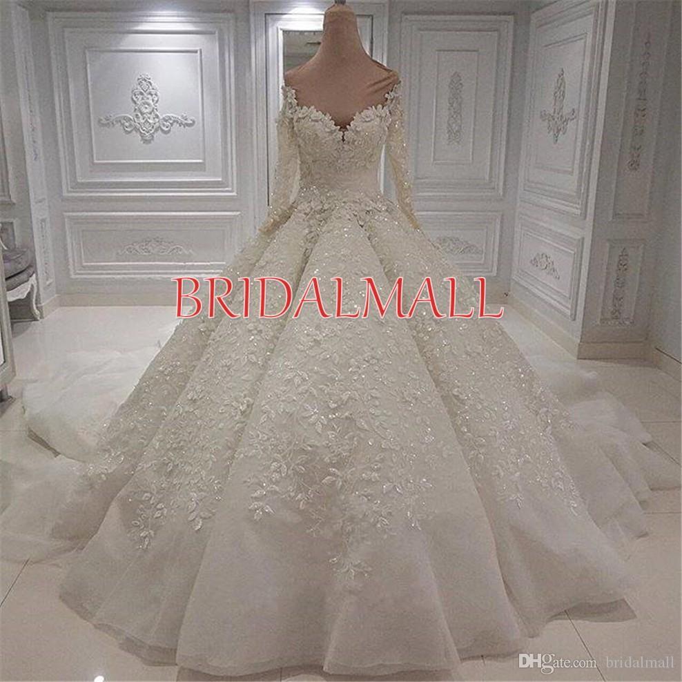 2020 Cristalli di lusso che bordano dell'abito di sfera Abiti da sposa Off gli abiti da sposa spalla pulsanti Indietro Lace Appliques Maniche lunghe Abiti da sposa