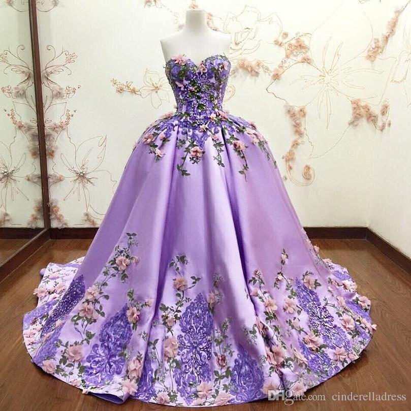 Роскошные светло-фиолетовые бальные платья Quinceanera Платья 3D-цветочные аппликации Цветочные кружева вечерние платья выпускного вечера Милая без рукавов длинное платье