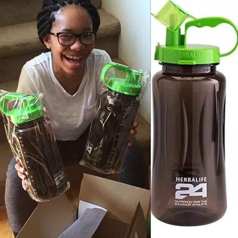زجاجة 2000ML 64oz صديقة للبيئة المياه البلاستيكية في المخزن عناصر البالغين مقبض الفضاء الرياضة تسلق المشي لمسافات طويلة هرباليفي زجاجة