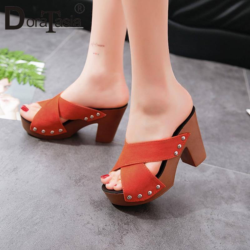 DORATASIA новые дамы летом прохладно металлические украшения мулы лето свободного покроя мулы женщин высокий блок каблуки Туфли на платформе женщина