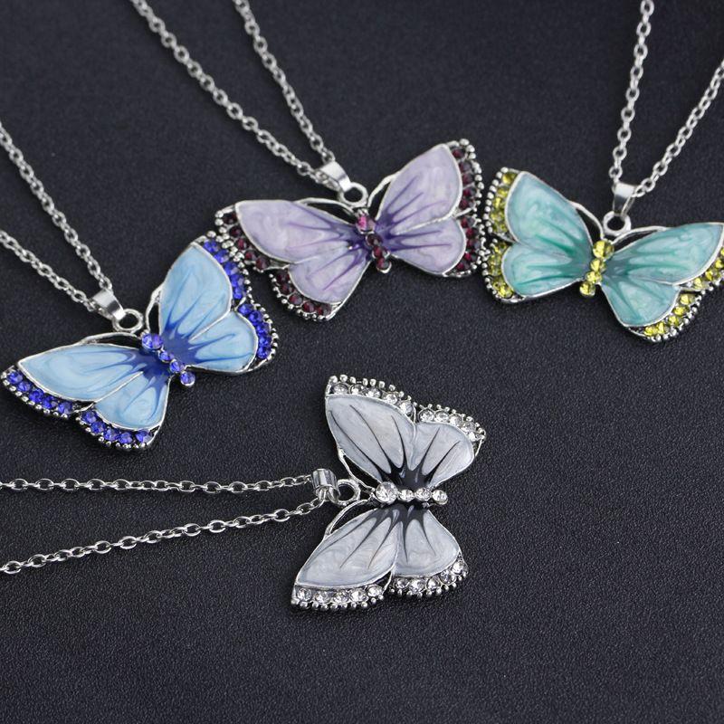 Mélange aléatoire couleur papillon pendentif collier usine directe coloré cristal charme pendentif collier femmes style coréen bijoux en gros