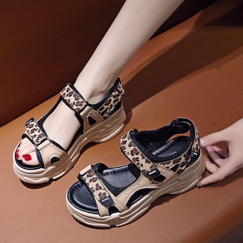 Negro sandalias de la plataforma de la cuña 2020 de las mujeres del talón del zapato de terciopelo grueso de los zapatos del zapato molletes El aumento de altura de los talones de verano