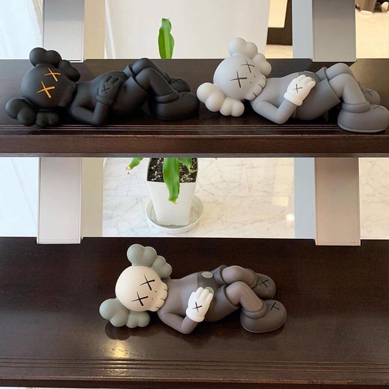 MAND KAWS 26cm Tatil el el oyuncaklara aksiyon figürü moda trendi sınırlı