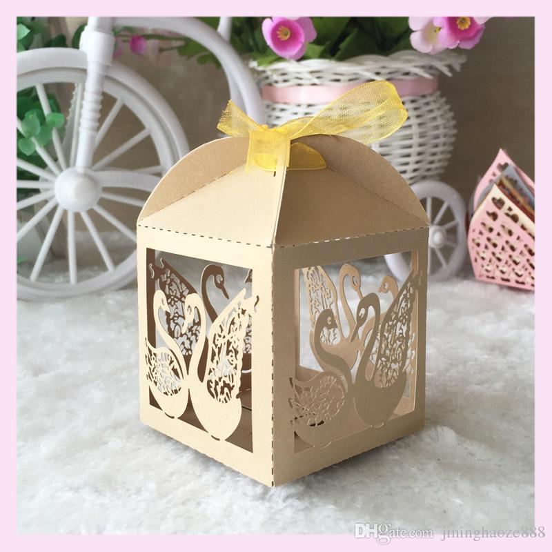 50pcs / lot Los titulares favor de la boda cajas del caramelo de chocolate de la celebración de eventos adorna con la cinta de encaje Real cisne patrón de celebrar un festival