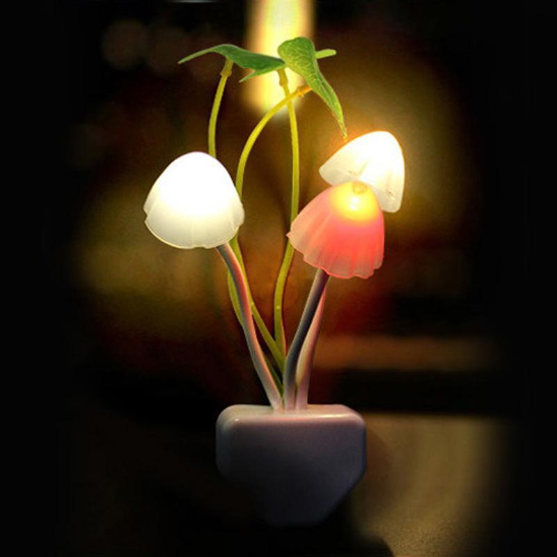 Nouveauté Champignon Fungus Night Light UE US Plug Capteur de lumière 220 V 3 Lampe colorée champignon LED Led Night Lights Livraison gratuite