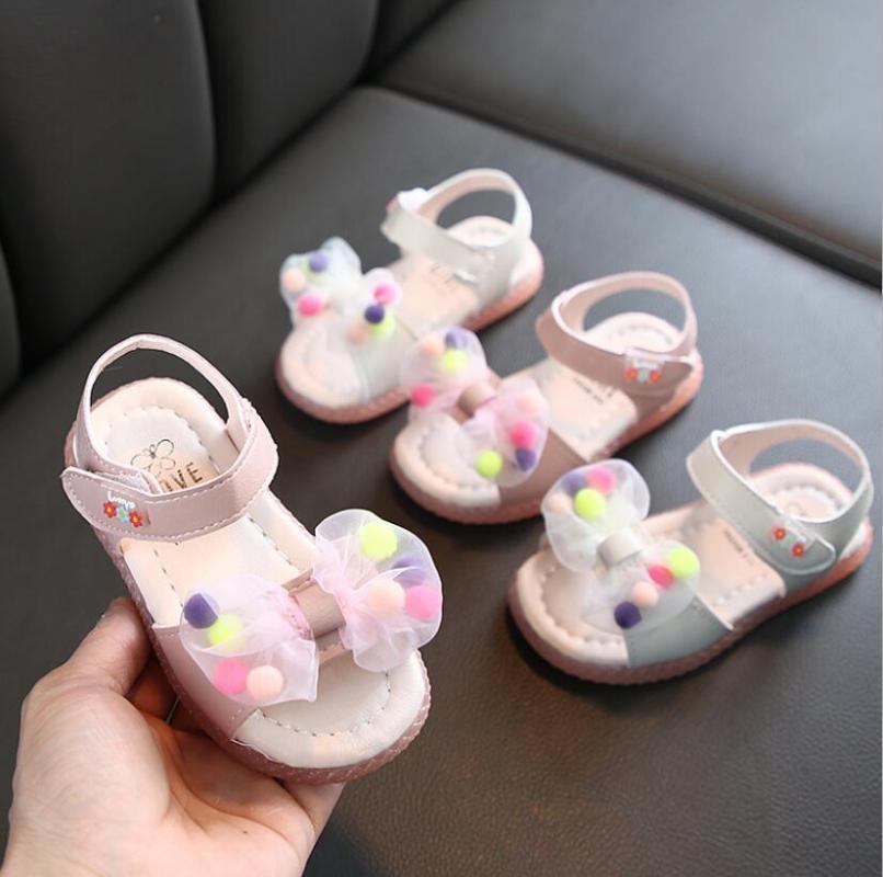 2020 Sommer neue Kinder Sandalen für Mädchen Flache Sandalen Strand netten Bowtie Fest Farbe Kleinkind-Mädchen-Prinzessin Tanzschuh