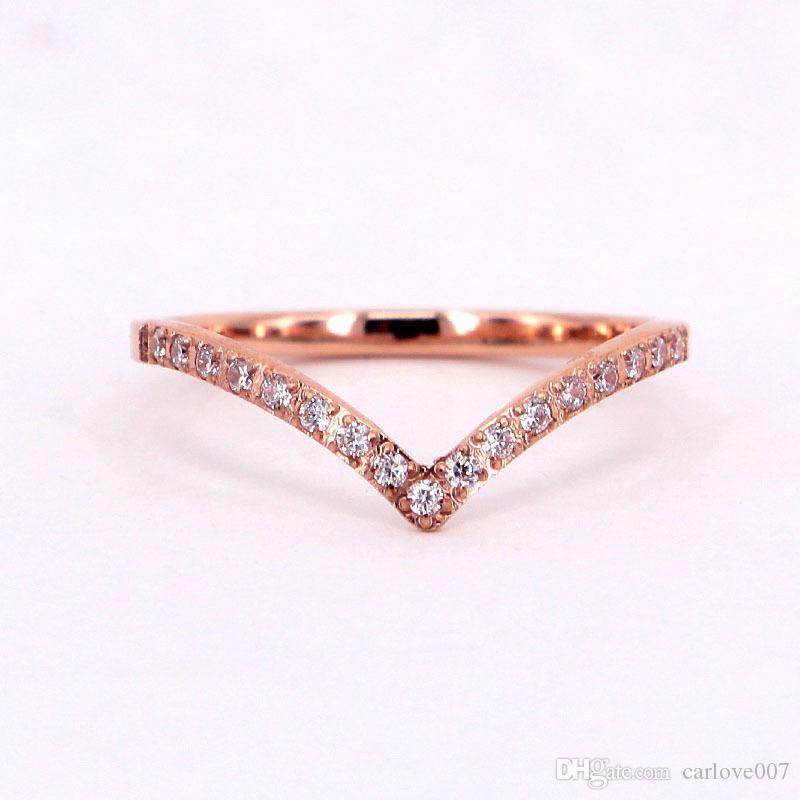 2019 novo e elegante senhoras charme V palavra CNC micro diamante diamante rosa anel de ouro no anel personalidade anel de zircão titânio