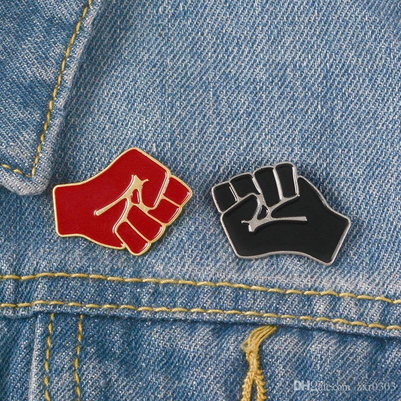 Dayanışma Emaye pimi Kırmızı Siyah broş Çanta Şapka Giyim Lapel ait Yükseltilmiş Yumruk Arkadaşlar için iğneler Rozet Komünizm Takı Hediye broşlar