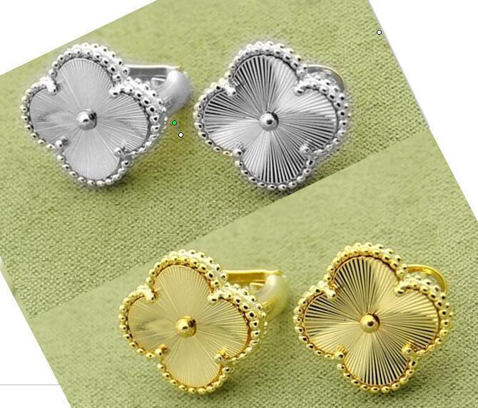 1.3cm Flores venta de la manera Señora de cobre amarillo escoge motivos Grabado grano de oro de cuatro hojas de compromiso de 18 quilates chapado en oro Pendientes de 2 Color
