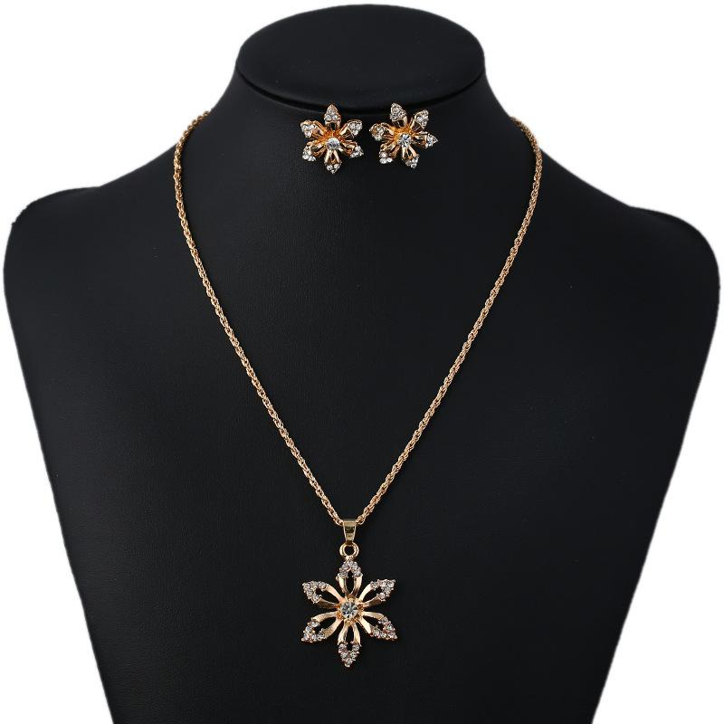 Popular Wild Fashion Rhinestone Flower Necklace Bridal Temperament Simple Atmosphere Alloy Earrings Set Necklace