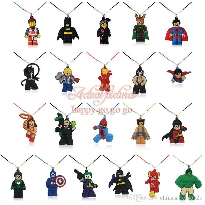ADEDI = 8 ADET Süper Kahraman Kolye Yumuşak PVC Karikatür Kolye Takılar + 51 cm Halat Zincirleri Moda Aksesuarları takı Süsler Toptancılar En Iyi Hediye