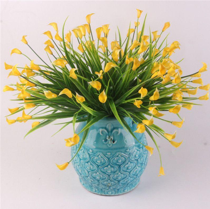 25 teste / bouquet Mini calla artificiale con foglia di plastica finta Lily Piante acquatiche Camera di casa Decorazioni natalizie Fiore