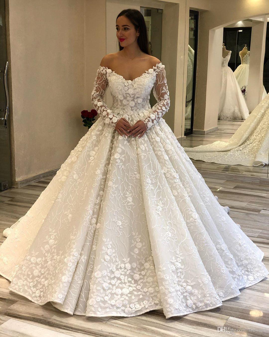 Élégant de l'épaule à manches longues robes de mariée 3D fleurs Robes de mariée drapée appliques satin chapelle robe de mariée