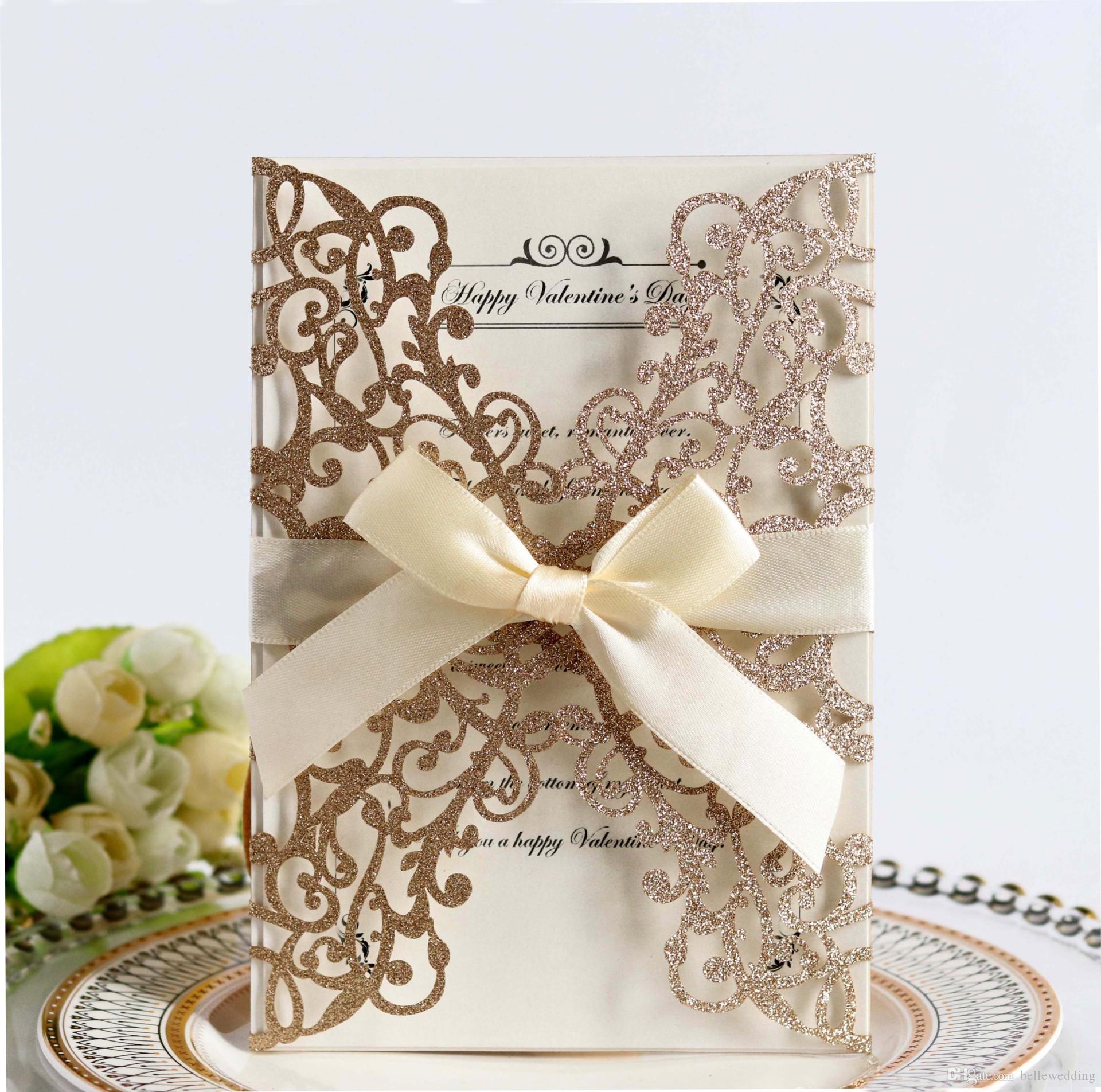 Gllitering Laser Cut Invitaciones de boda OEM en varios colores Personalizado Plegado hueco Tarjetas de invitación de boda personalizadas BW-HK213