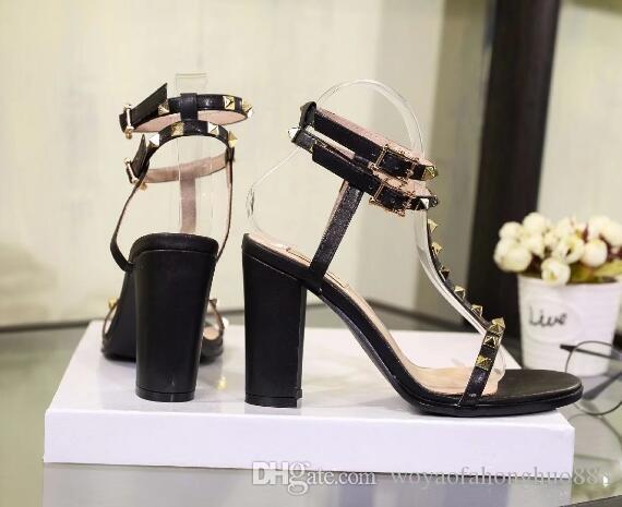 كعب مكتنزة الصنادل الإناث مشبك جديد مع الكعب العالي المسامير النعال البرية إصبع مفتوحة الأحذية الرومانية السوداء مع مربع