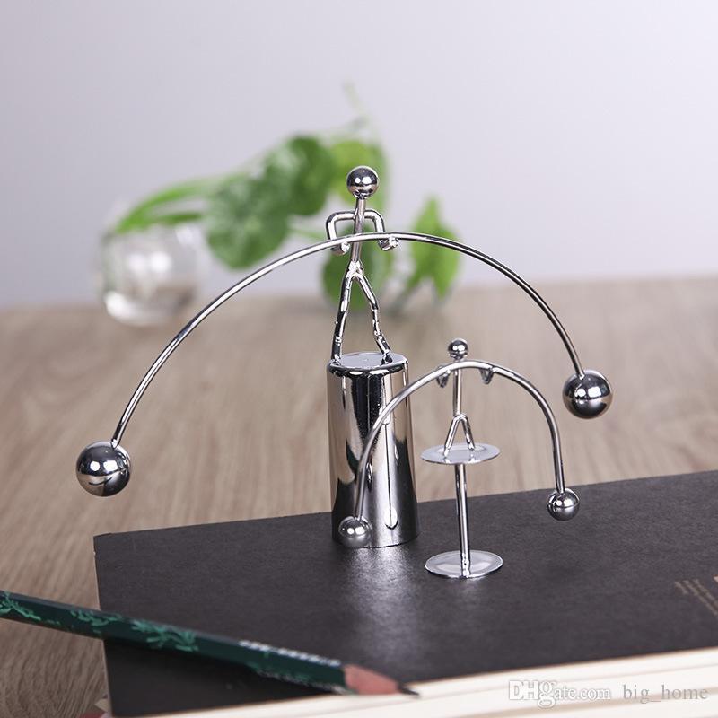 bola de equilíbrio Movimento Perpétuo Halterofilismo Homem de Ferro Toy Pendulum Newton Home Office Decoração Tabela 100pcs brinquedos Desk LJJ_A1856