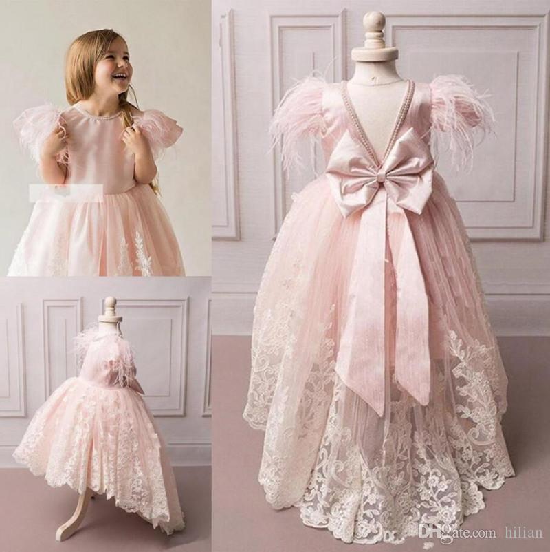 Yeni Popüler Prenses Elbise Yüksek Düşük Çiçek Kız Elbise Jewel Boyun Boncuk Yay Tüyler V-geri Custom Made Pageant Törenlerinde