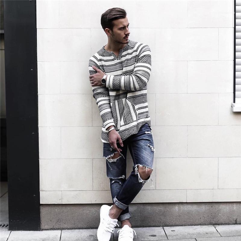 تنانير طويلة بأكمام V الرقبة الموضة Mens Street Style Mens Designer Tshants عارضة مخططة مطبوعة فضفاضة