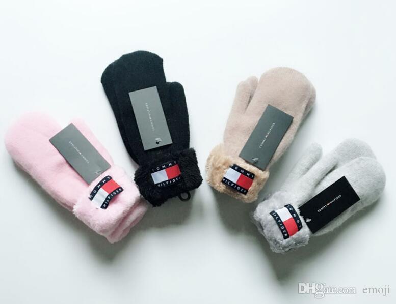 Heißen Verkaufs-Winter-Strickhandschuh mit reizender Fellknäuel Frauen Mädchen Luxus warmer pom pom Handschuh Fäustlinge Weihnachtsgeschenk
