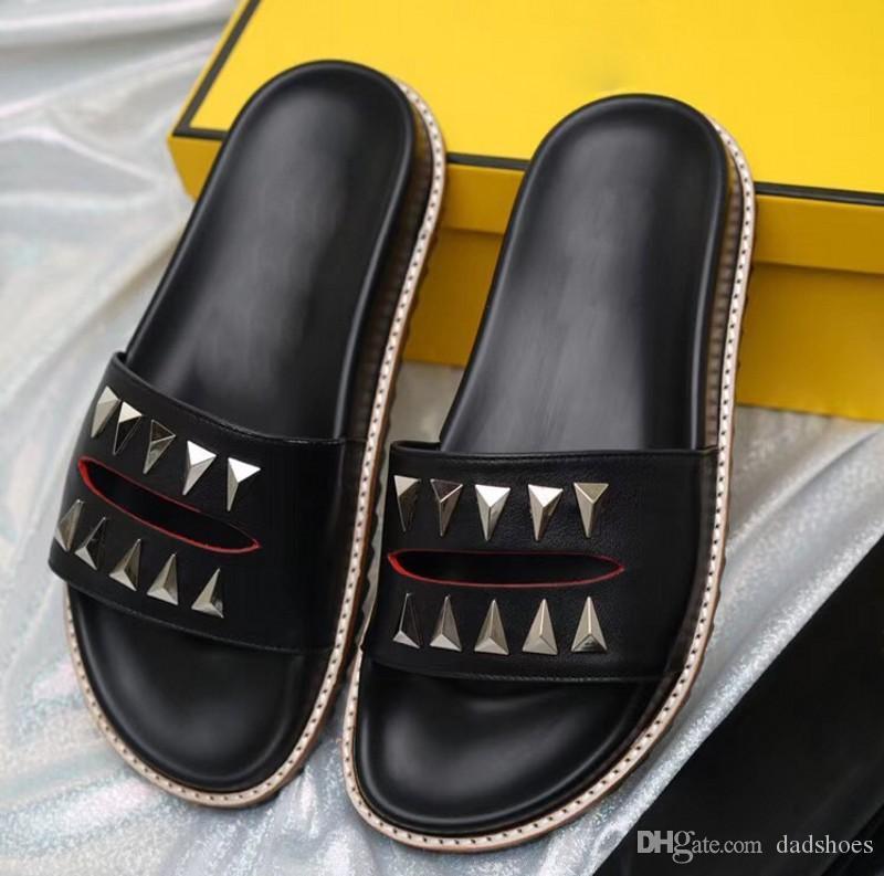 Sandalias de diseñador de verano de alta calidad de lujo remaches zapatilla para hombres sandalias de goma zapatillas de playa negras zapatillas de interior de moda 38-45