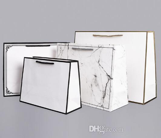 Karten Papierhandtasche Kraftkleidungsstück Verpackungsbeutel Werbegeschenk umweltfreundliche Einkaufstaschen können LOGO angepasst werden