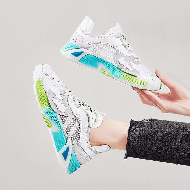 piccole scarpe bianche 2020 estate nuove ragazze cava scarpe casual scarpe sport respirabili delle donne di modo maglia 35-40