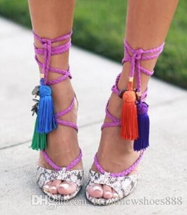 Nueva sandalia venta caliente vestido de mujer zapatos precio barato de moda de verano sandalia de tacón alto de la borla con cordones de corte de serpiente de cuero de impresión