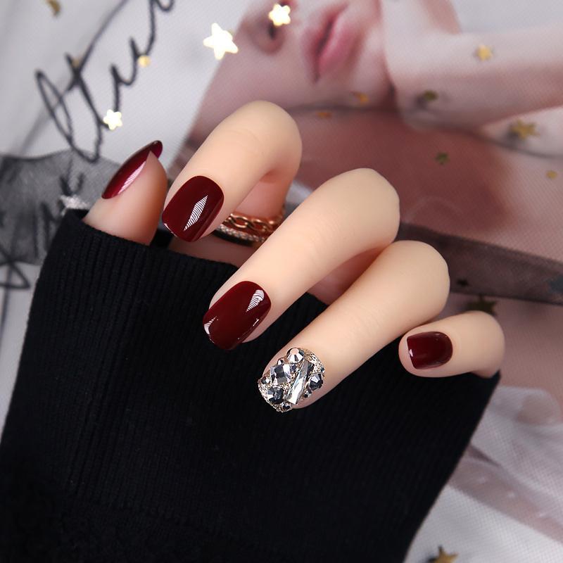 Compre Mujeres Brillantes Rhinestone Belleza Uñas Falsas Cubierta Completa Nail Art Tips Con Pegamento Señoras Sexy Vino Rojo Color De Moda Uñas