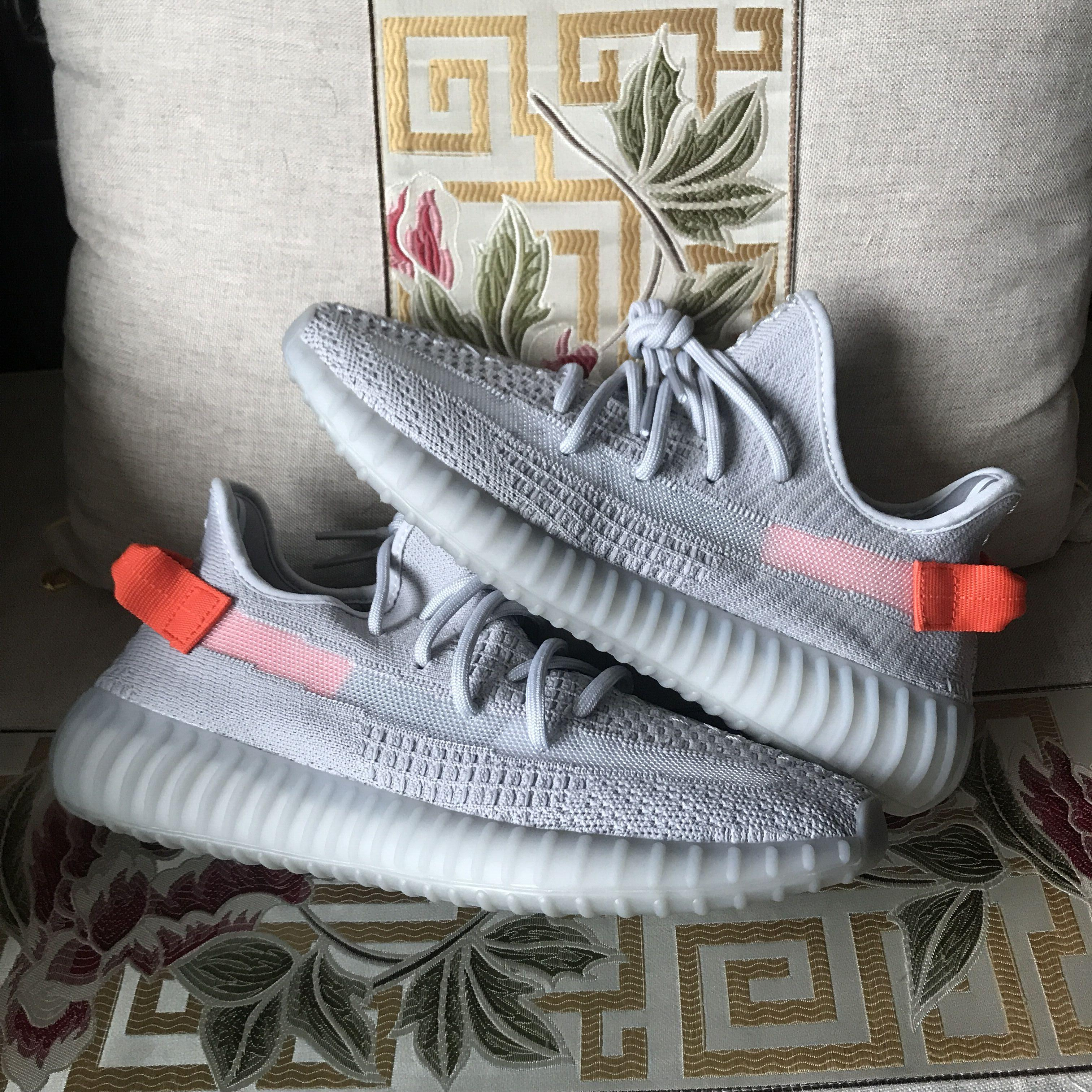 O envio gratuito de Kanye West correndo sapatos, sapatos desportivos, luz da cauda, Cinder, sábio do deserto, sapatos da moda Terra, de qualidade superior