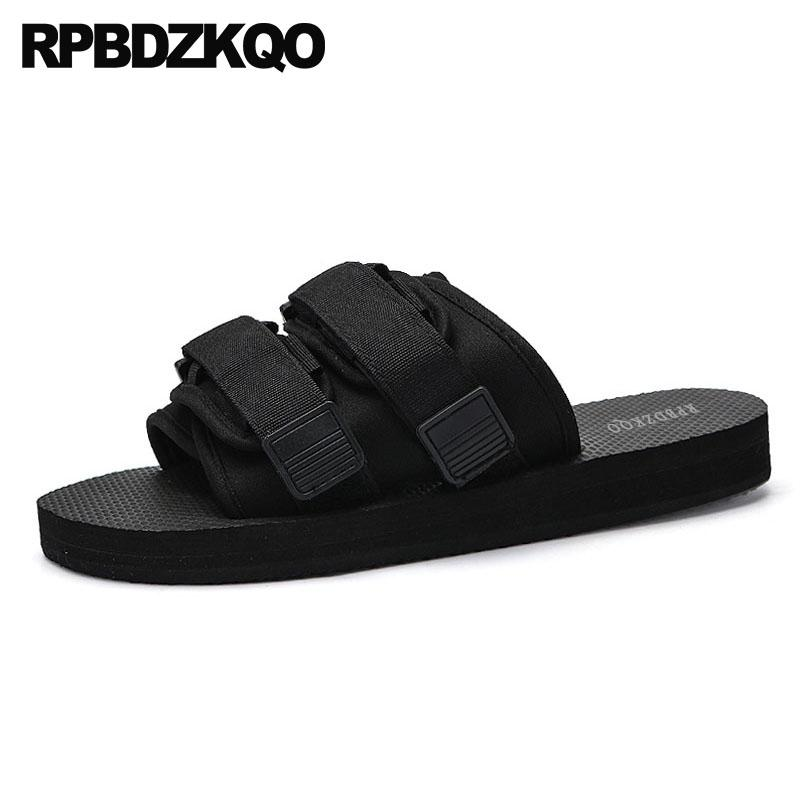 Designer Slip On Shoes Scivoli impermeabili Uomini Mens Sandali 2018 Estate Pantofole da esterno Piattaforma traspirante Water Runway Black