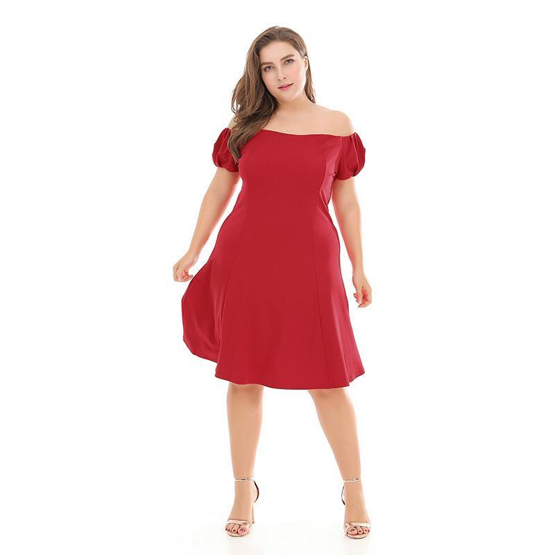 Avrupa ve Amerika'da kadınlar için Xia Xin'in büyük boy elbise, tek kelimelik moda ince ve yağ MMA tipi etek omuz manşonlu
