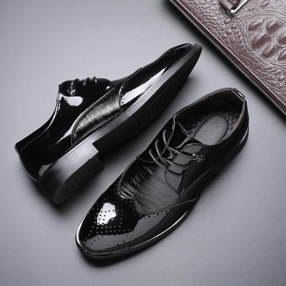 37 ~ 48 Large Size in pelle da uomo Nero Patent Derby Brogue abito scarpe da uomo Scarpe a punta Lace Up Wedding Shoes formale tuta in pelle