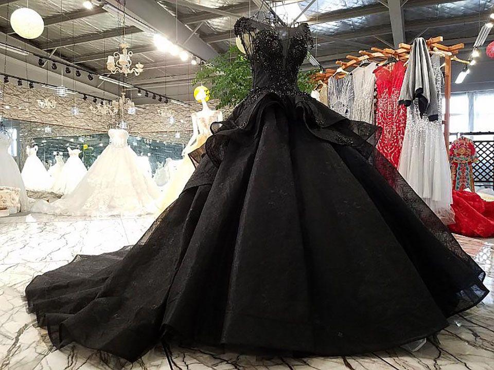 Nouvelle arrivée Robe de boule de luxe Noir Robes de mariée Noir Court Gothique Vintage Non Blanc Nidies mariée Mer Robes Prêté Train long Train Perles manches