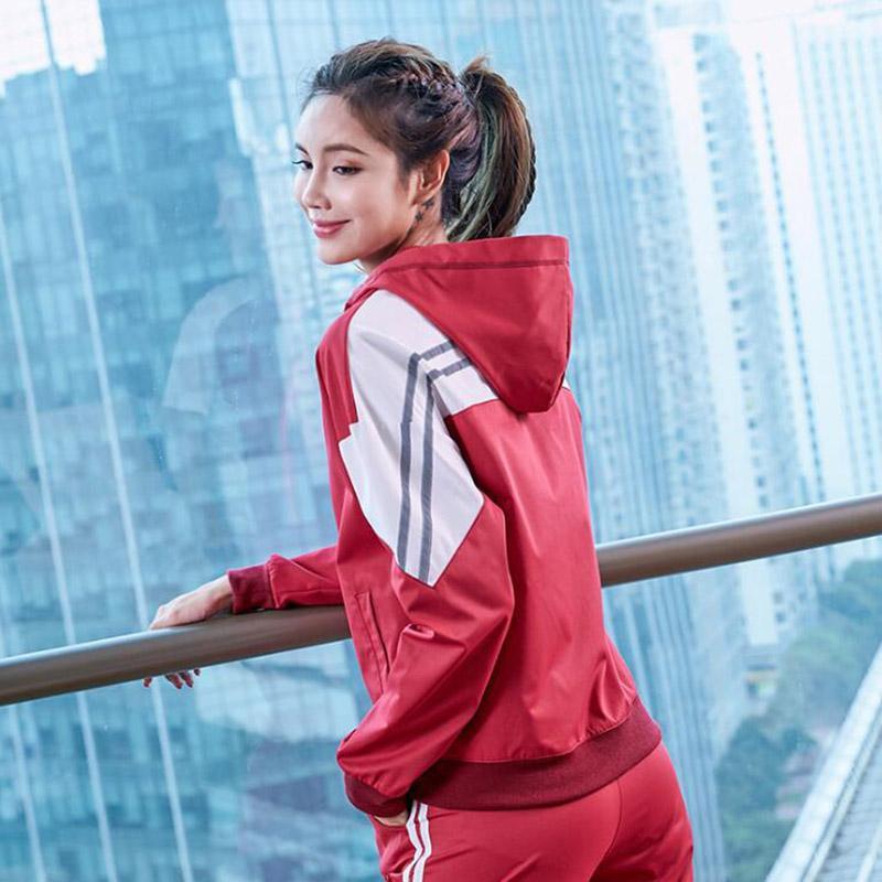 Les femmes de sport Manteau à manches longues Veste à séchage rapide Mode respirant Stitching sport vêtements de sport Fitness Course à pied